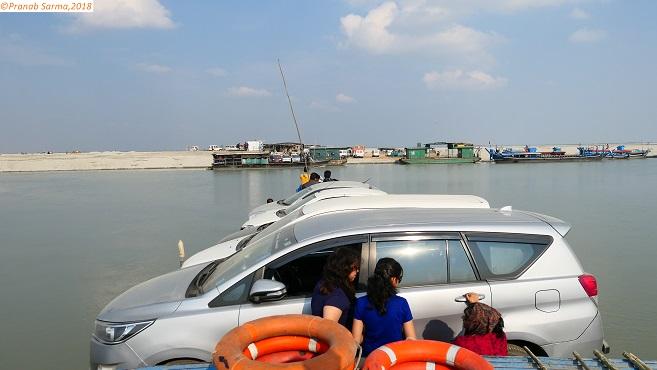 CrossingRiverBrahmaputra from NimatighattoMajuli_R1